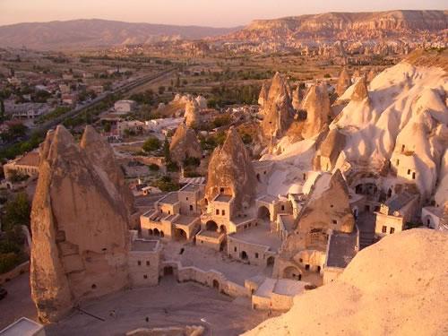 世界遺産の1つトルコのカッパドキア奇岩群